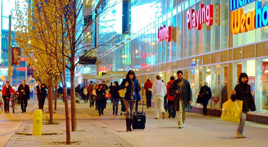 Shopping luxury goods