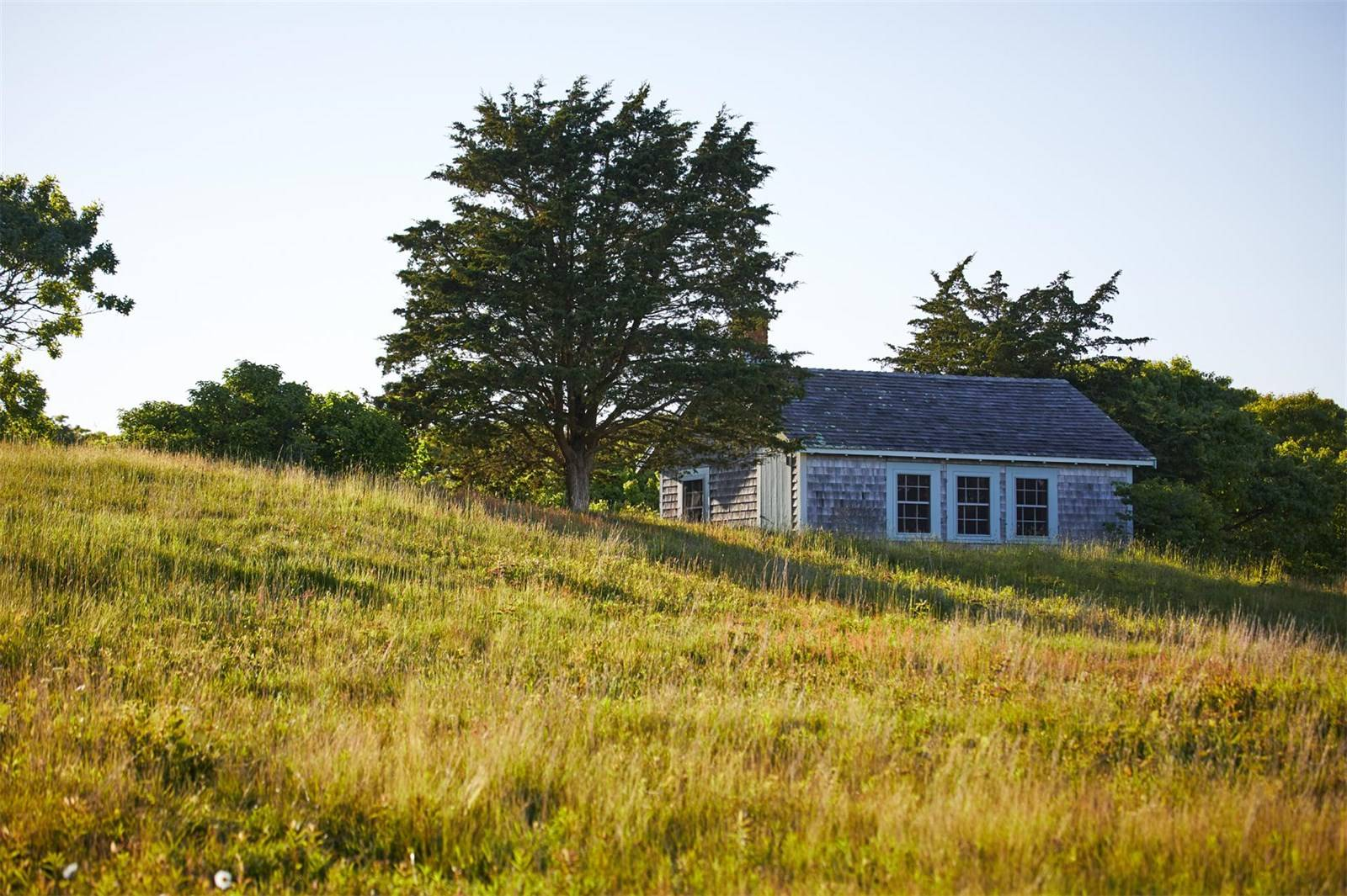 martha's vineyard, jackie kennedy onassis, real estate overview, shoreline, dunes, hunting building