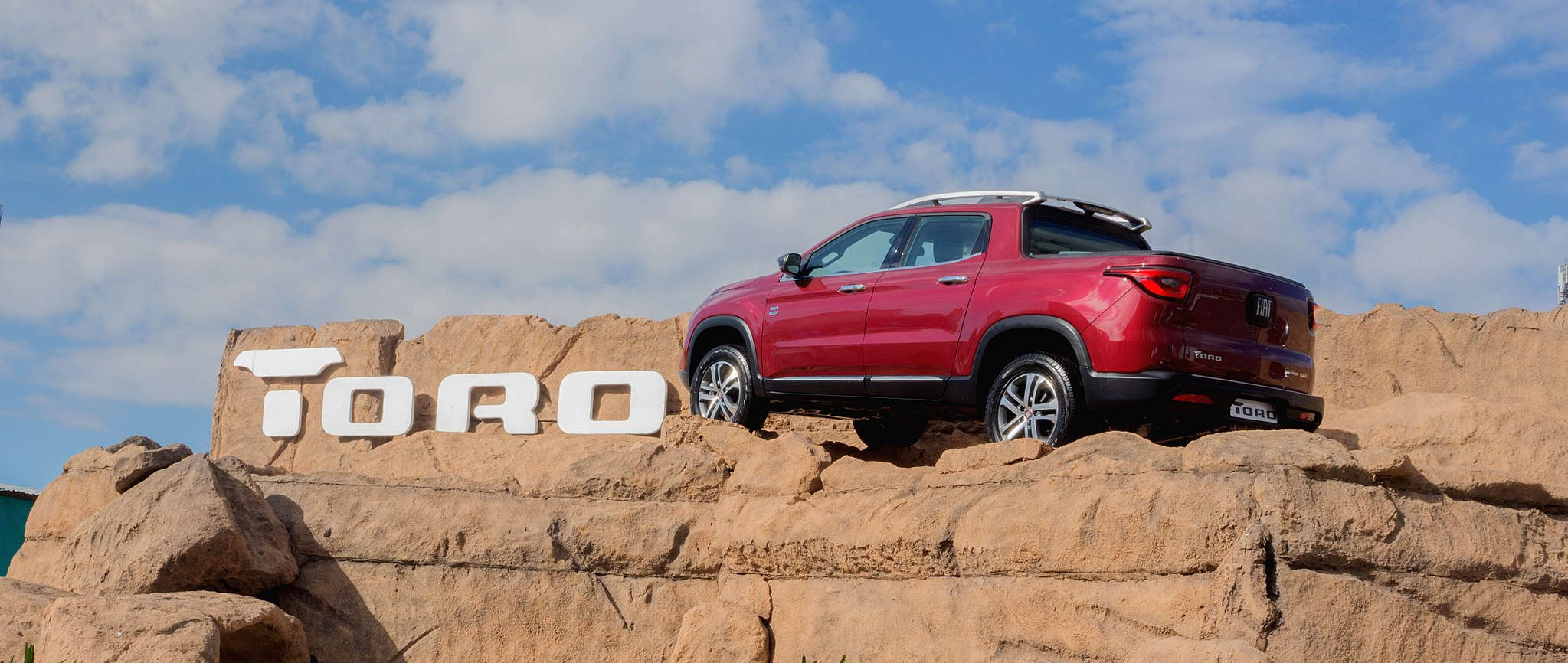 New Fiat Toro Redefines What It Means To Drive A Pickup Truck
