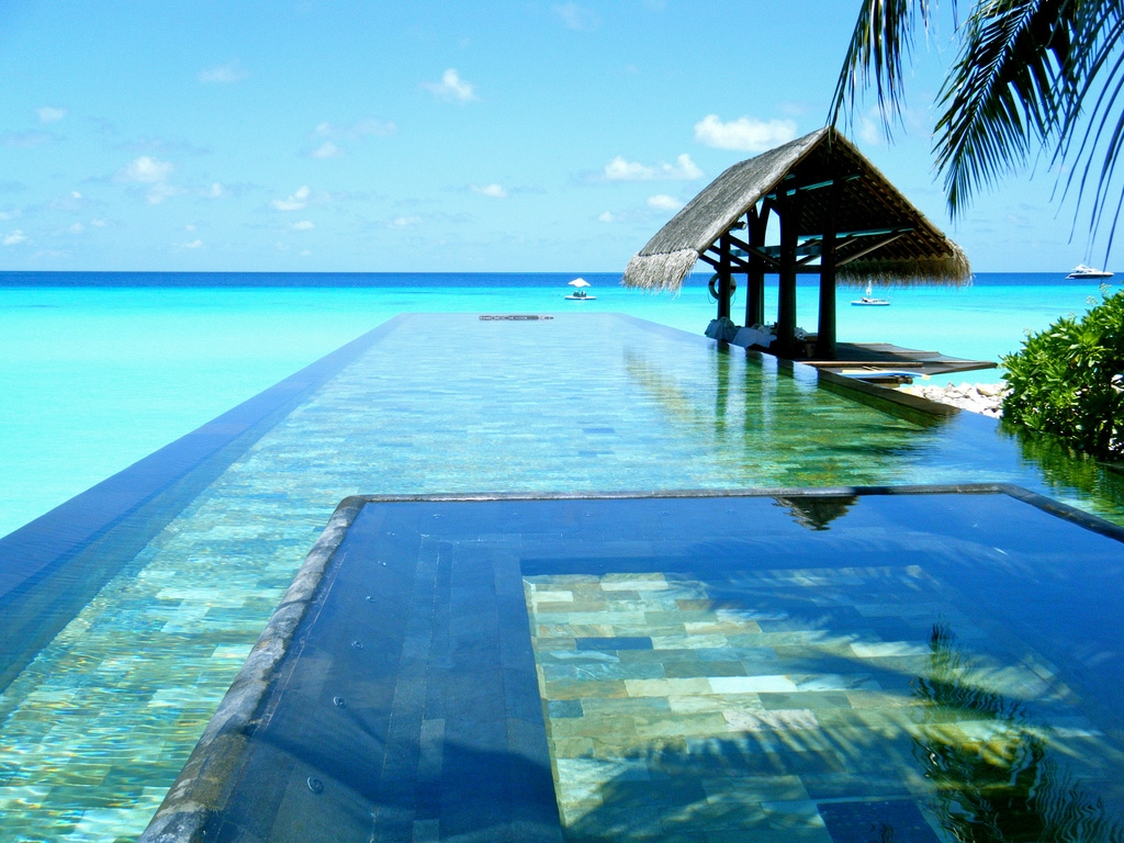 best infinity pools in the world, infinity pool,  what is an infinity pool,  infinity pool, best inifinity pools, hotels with inifinity pools, top infinity pools, coolest infinity pools