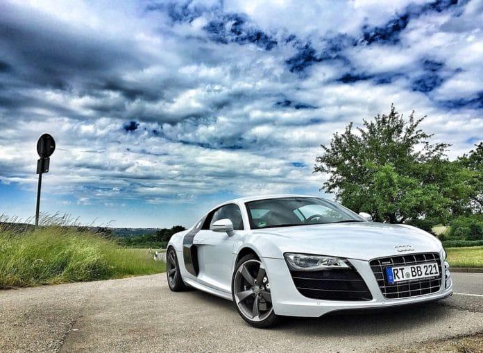 audi service experts, Audi r8, reasons to get an Audi r8, pros and cons of Audi r8, luxury car, sports car, Ferrari, Lamborghini,