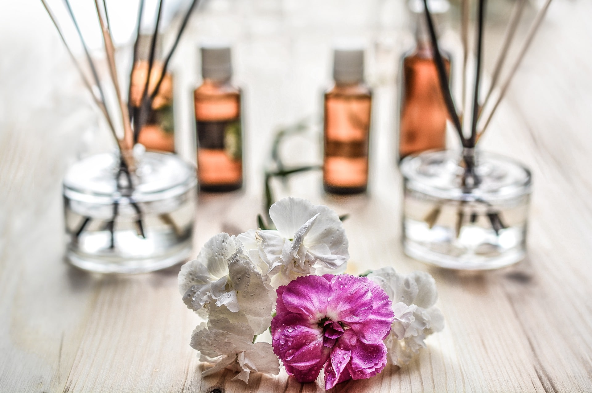 The Best Home Fragrance Oils To Create A Relaxing Ambiance Right Now