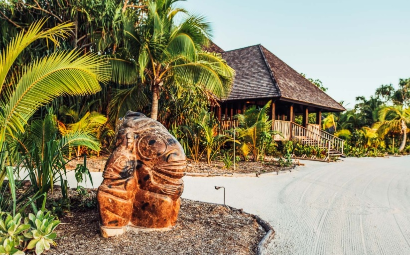 luxury rentals, airbnb luxe, polynesian island